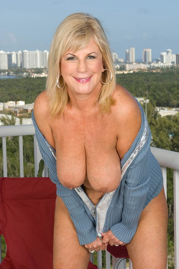 Divorced mature woman i met on a dating site 10