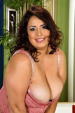 Rikki Waters -  BBW model
