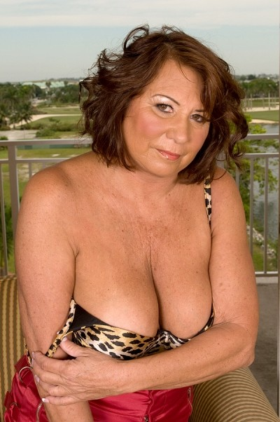 Suzie Wood -  MILF model