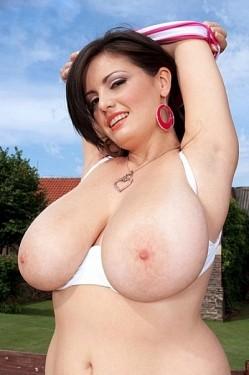 Arianna Sinn -  BBW model