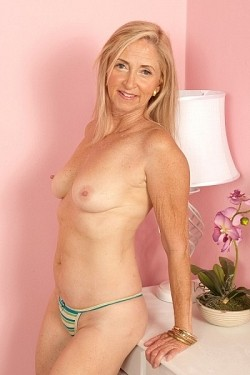 Connie McCoy -  MILF model
