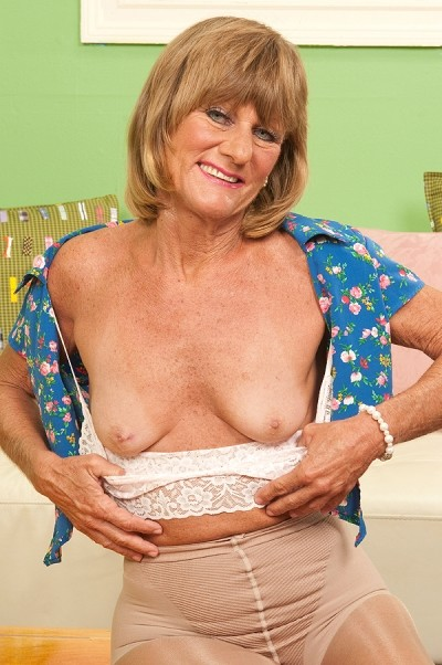 Daisy Lou -  MILF model