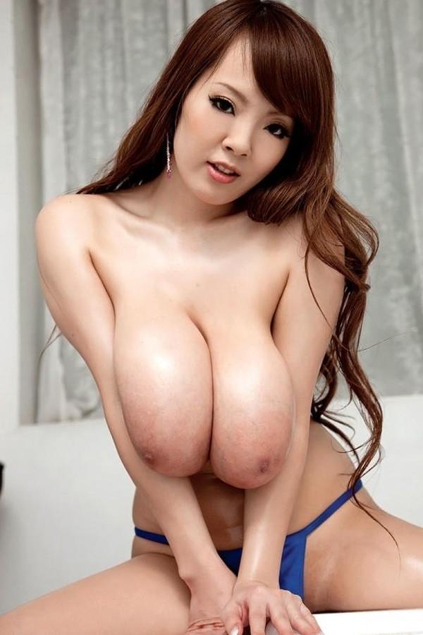 Hitomi -  Big Tits model