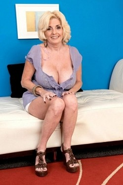 Missy Thompson -  MILF model