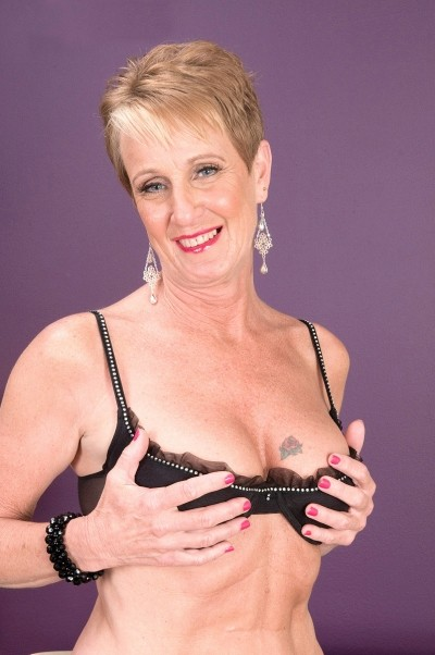 Misty Luv -  MILF model