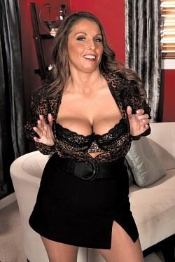 mature bbw big ass posing porno pic