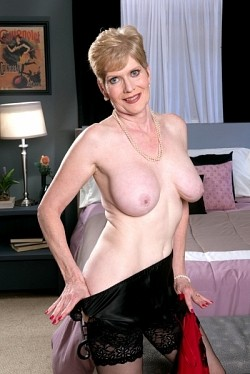 Sindee Dix -  MILF model