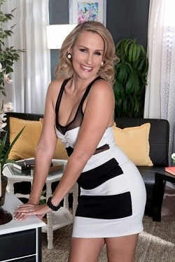 Valerie Rose -  MILF model