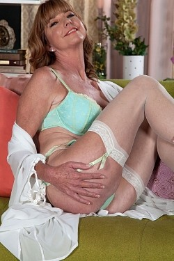 Dee Delmar -  MILF model