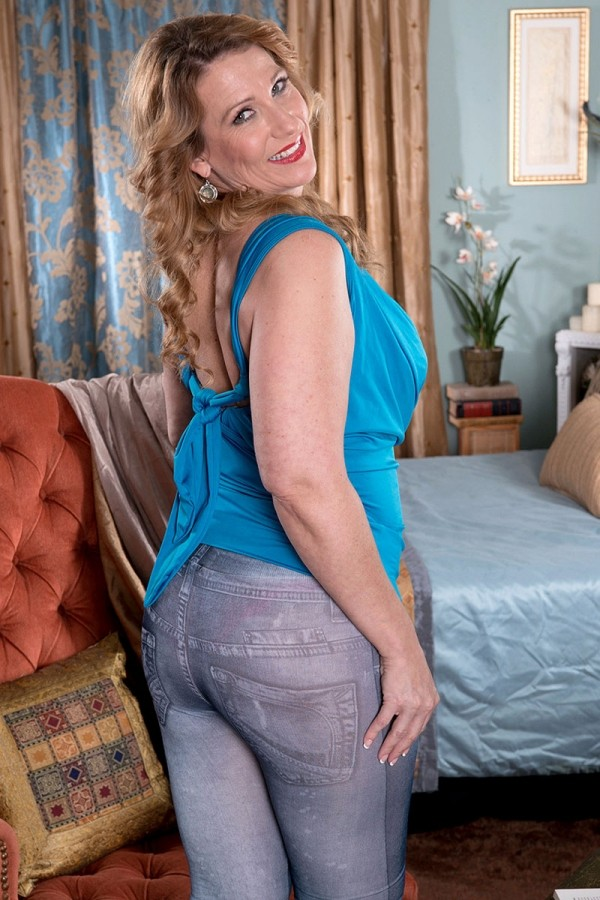 Mature Pictures: Built For Ass-fucking