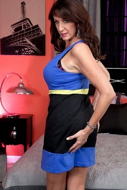 Cassie Cougar -  MILF model