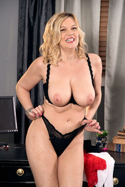 Lena Lewis -  MILF model