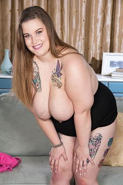 Busty Emma -  BBW model