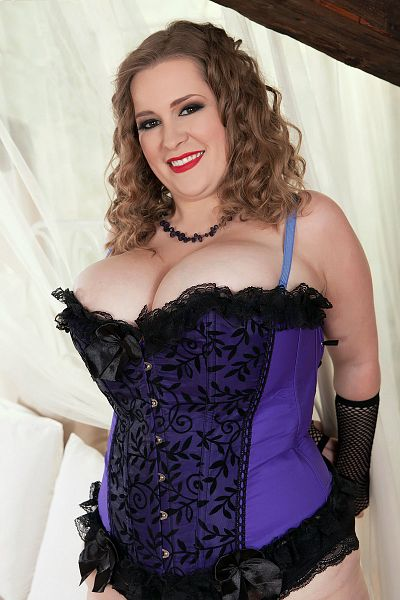 Smiley Emma -  BBW model