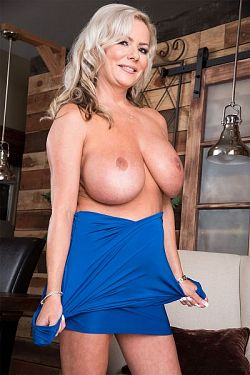 Samantha Jay -  MILF model