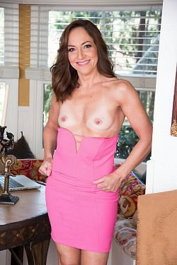 Natalie Moon  -  MILF model