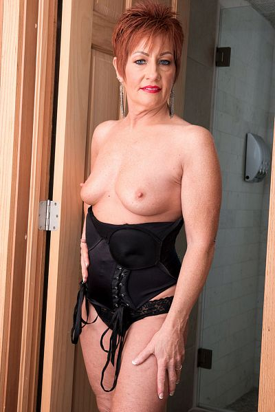 Ruby O'Connor -  MILF model