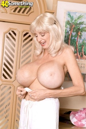 Dee Dee Deluxx -  Big Tits photos