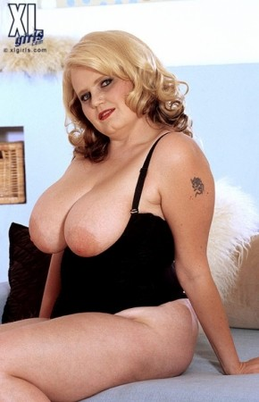 Monica -  BBW photos