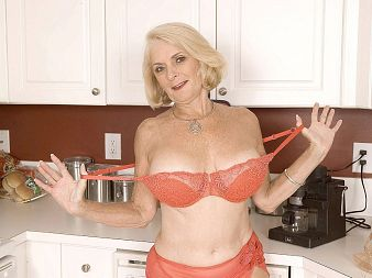 Georgette Parks - Solo MILF video