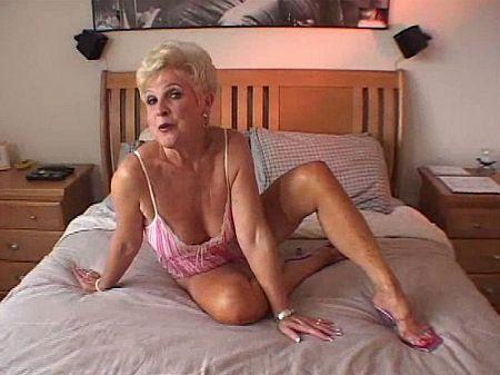 Latin mature milf stuffing panties in pussy