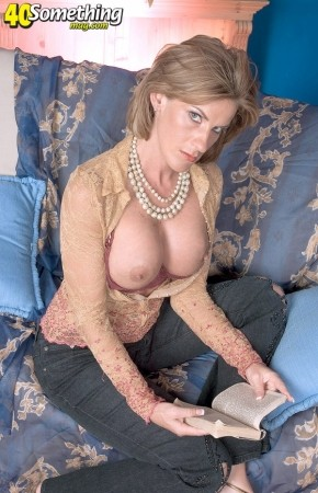 Sharona Gold Mature 17
