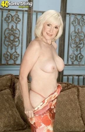 Lola Lee - Solo Granny photos