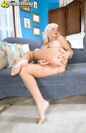 Julia Butt Legsex 22