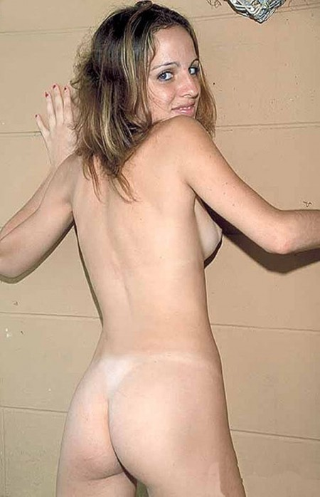 Amateur girl receive a huge cock in her oiled ass 6