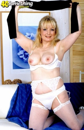 Cindy - Solo MILF photos