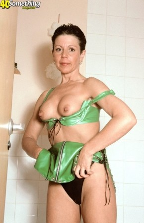 Bev - Solo MILF photos