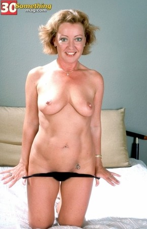 Jeannine - Solo MILF photos