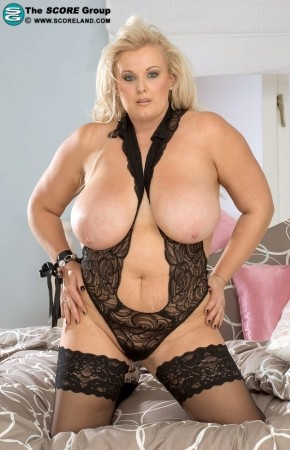 Toni Evans - Solo Big Tits photos