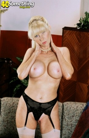 Athena - Solo MILF photos