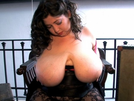Diana - Solo Big Tits video