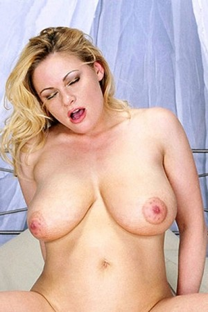 Emily Anderson - XXX Big Tits photos