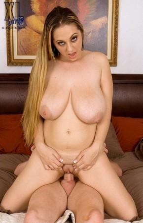 April McKenzie - XXX Big Tits photos thumb