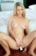 Isabella - Solo Big Tits photos