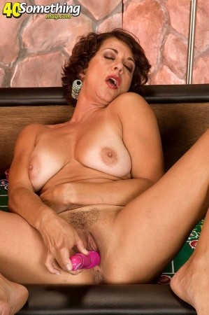 Sexy Milf Pics, Hot Milfs Porn Galleries at
