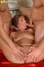 Kelly Leigh - XXX MILF photos