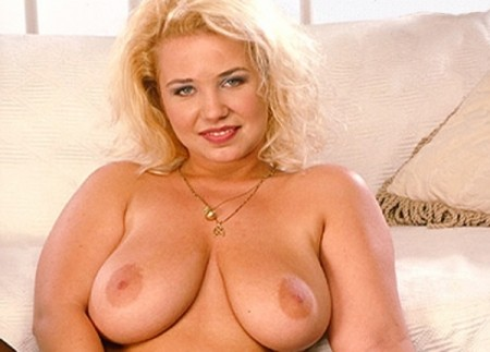 Linda - Solo Big Tits video