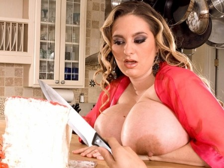 April McKenzie - XXX Big Tits video