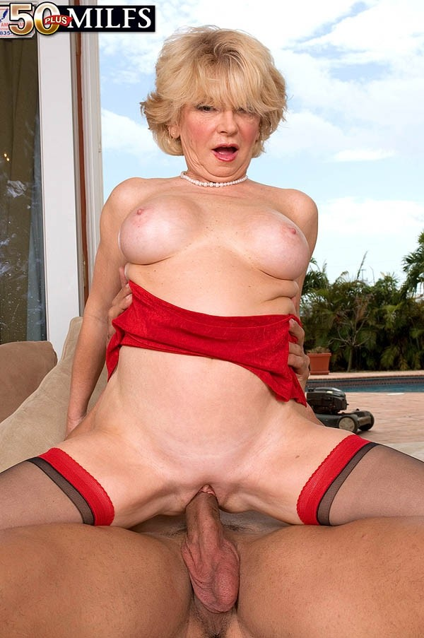 DeAnna Bentley - XXX MILF photos