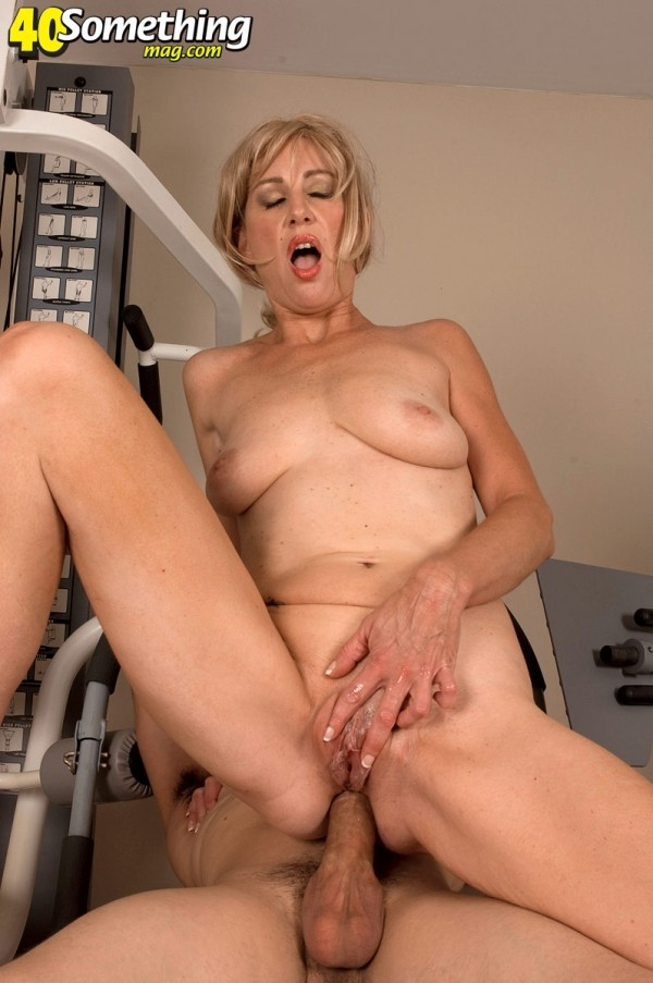 Liz Summers - XXX MILF photos