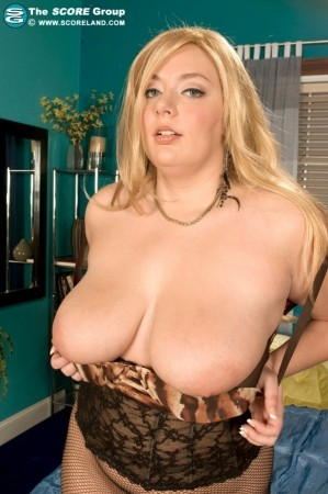 Daphne Carter - Solo Big Tits photos