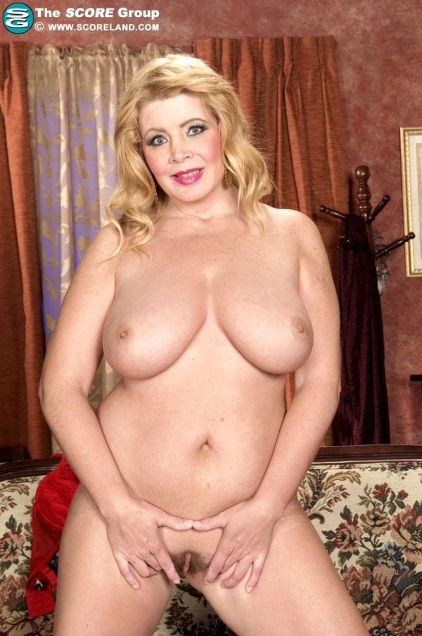 Arowyn White - Solo Big Tits photos