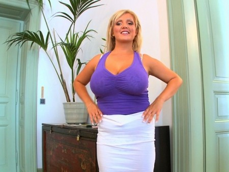 Cynthia Flowers - Solo Big Tits video