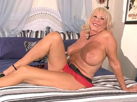 Mandi McGraw - Interview MILF video