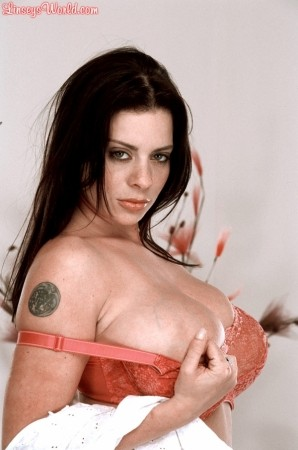 Linsey Dawn McKenzie Hooked On Bras linseysworld.com