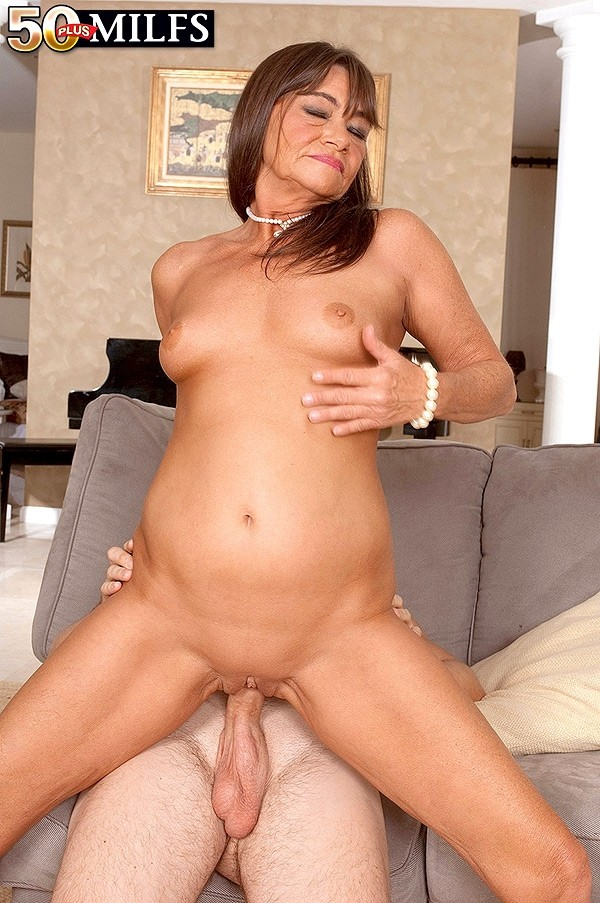Dan - XXX MILF photos